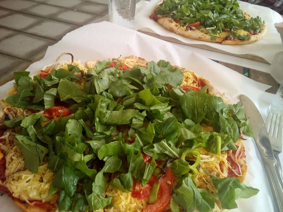 Vegan Pizza Essen im Restaurant Restolake in Oroklini