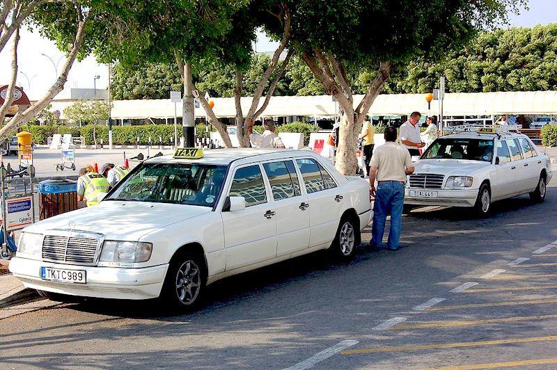 Taxi Airport Larnaca (c) Wikipedia